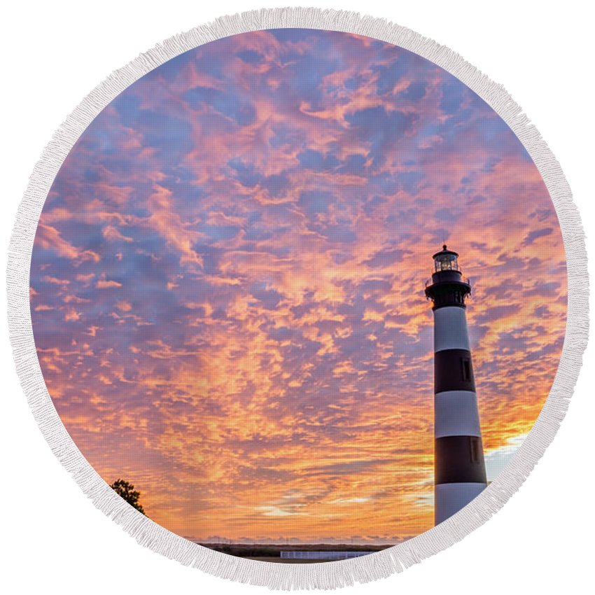 Outer Banks Round Beach Towel featuring the photograph Bodie Island Lighthouse At Sunrise Vetical by Photographic Arts And Design Studio