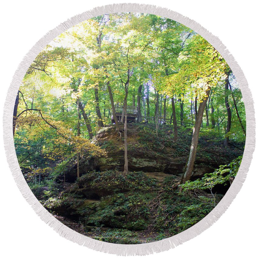 Devil's Punch Bowl Wildcat Den Muscatine Ia Round Beach Towel featuring the photograph Bottom Of Devil's Punchbowl Wildcat Den by Cynthia Woods