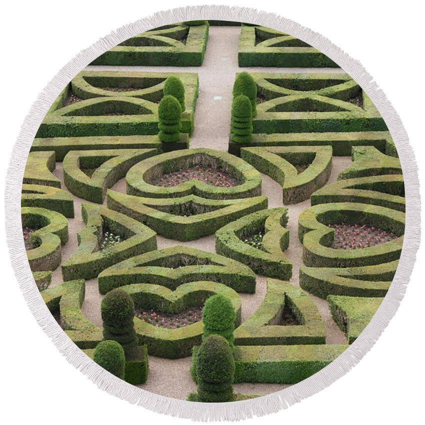 Garden Round Beach Towel featuring the photograph Boxwood Garden - Chateau Villandry by Christiane Schulze Art And Photography