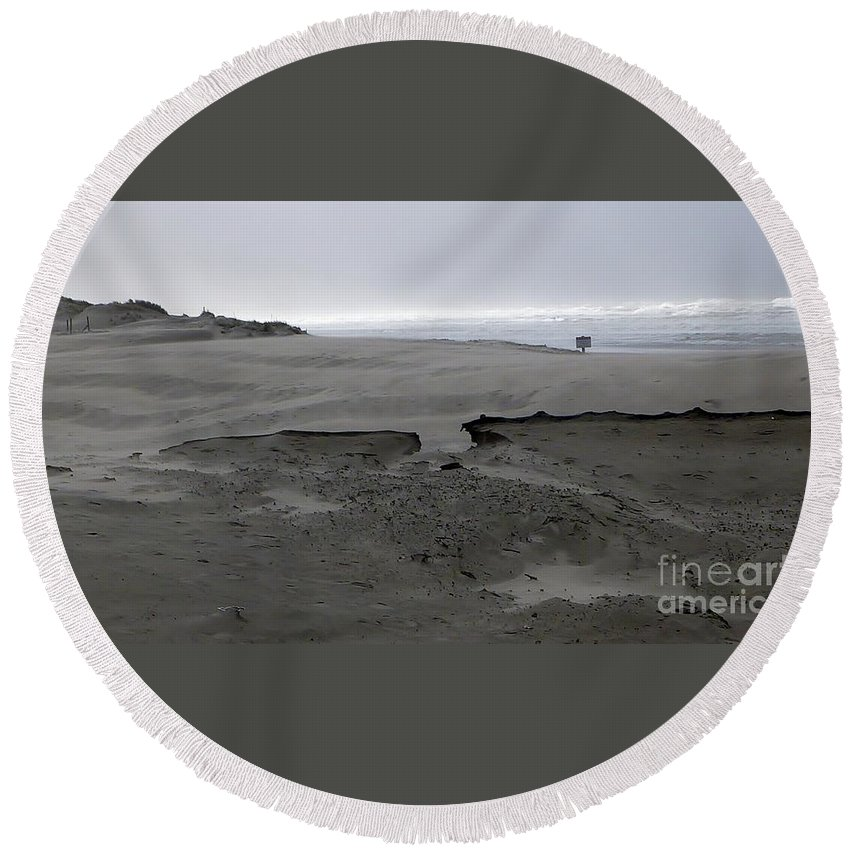 Blowing Sand Formation With Ocean Background Round Beach Towel featuring the photograph Break In The Storm by Susan Garren