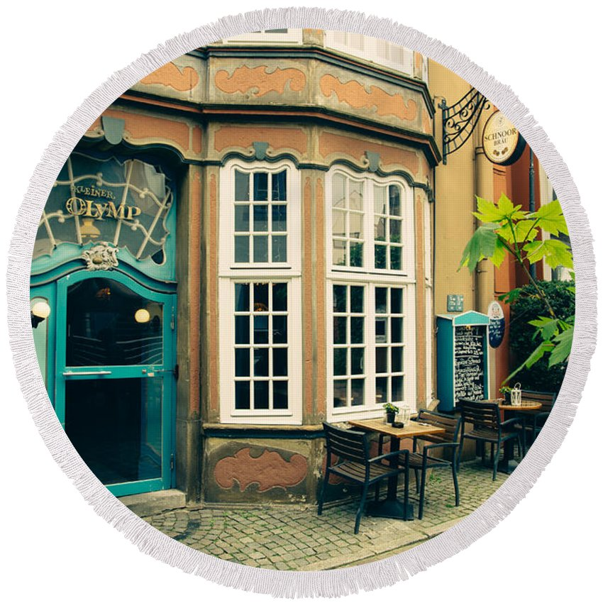 Bremen Round Beach Towel featuring the photograph Bremen Schnoor Cafe by Pati Photography