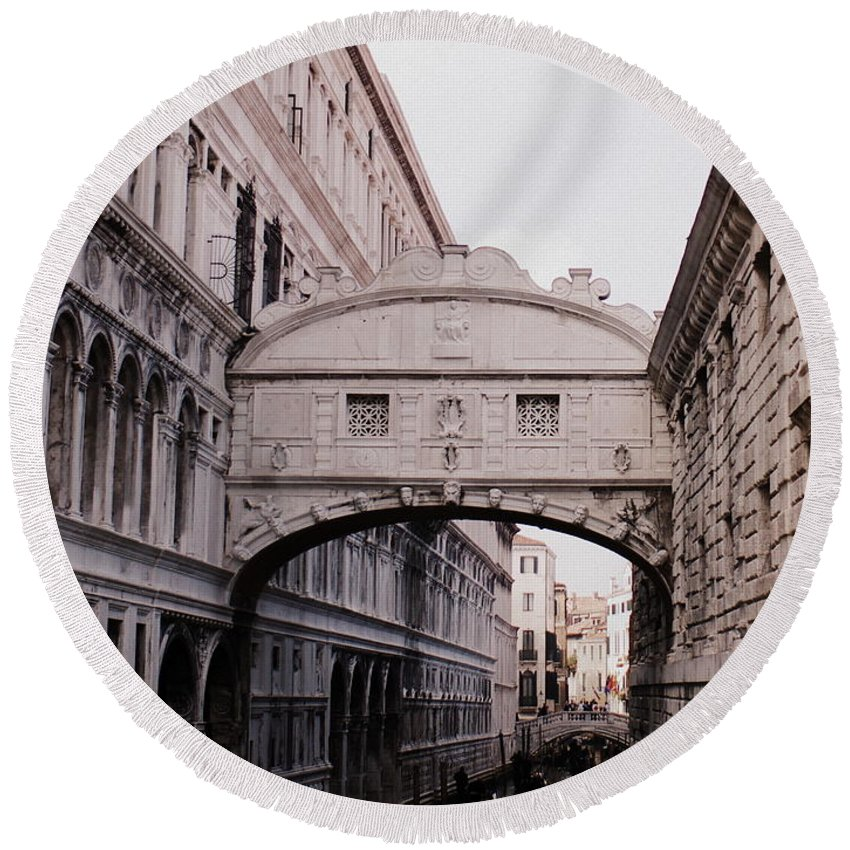 Bridge Of Sighs Venice Italy Round Beach Towel featuring the photograph Bridge Of Sighs by Kitrina Arbuckle