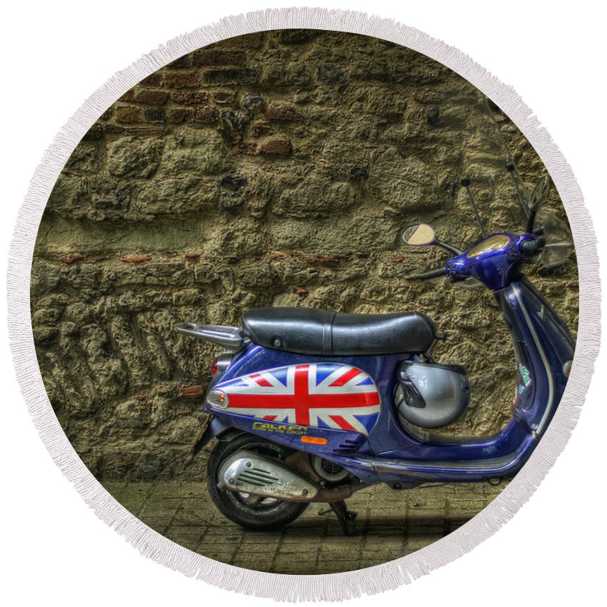London Round Beach Towel featuring the photograph British At Heart by Evelina Kremsdorf