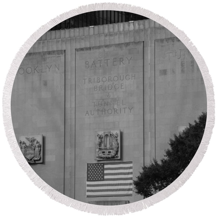 Brooklyn Round Beach Towel featuring the photograph Brooklyn Battery Tunnel In Black And White by Rob Hans