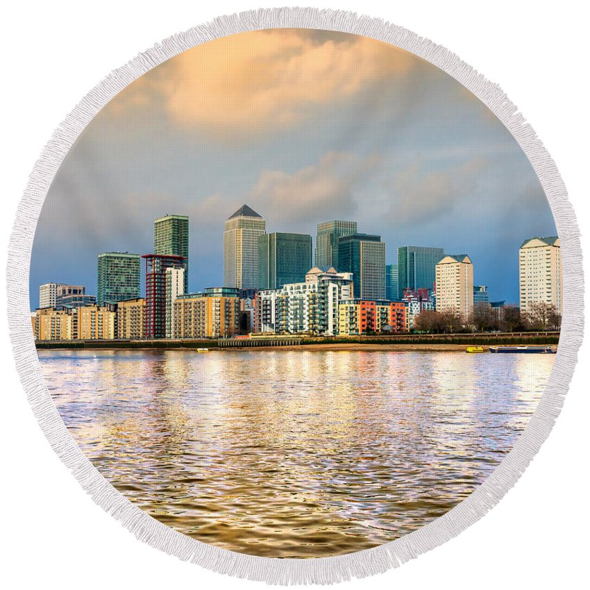 Architecture Round Beach Towel featuring the photograph Canary Wharf - London - Uk by Luciano Mortula