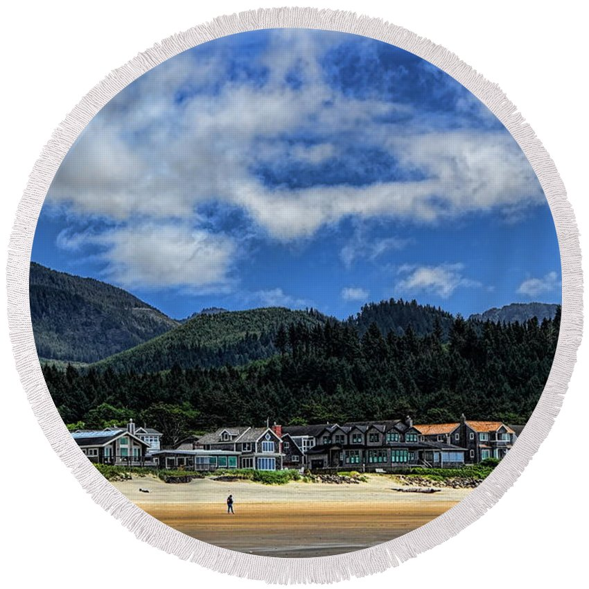 Dale Kauzlaric Round Beach Towel featuring the photograph Cannon Beach South by Dale Kauzlaric