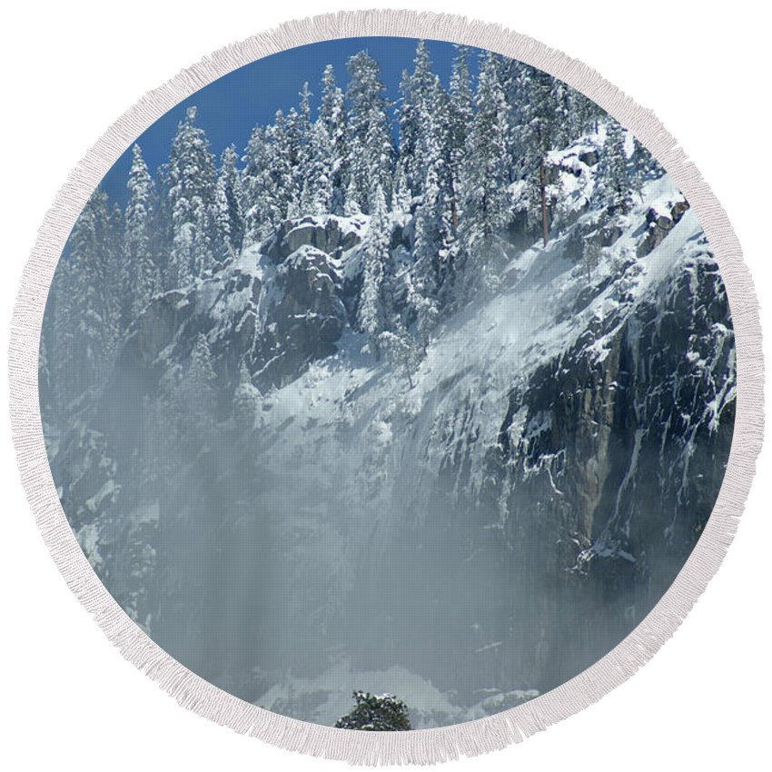 Mist Round Beach Towel featuring the photograph Canyon Mist Near Half Dome by Christine Jepsen