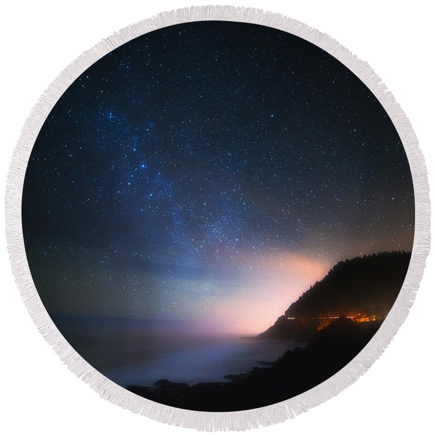 Night Round Beach Towel featuring the photograph Cape Perpetua Celestial Skies by Darren White