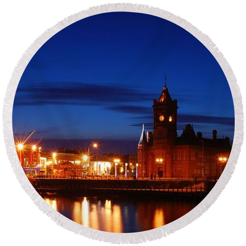 Cardiff Bay Round Beach Towel featuring the photograph Cardiff Bay by Jenny Potter