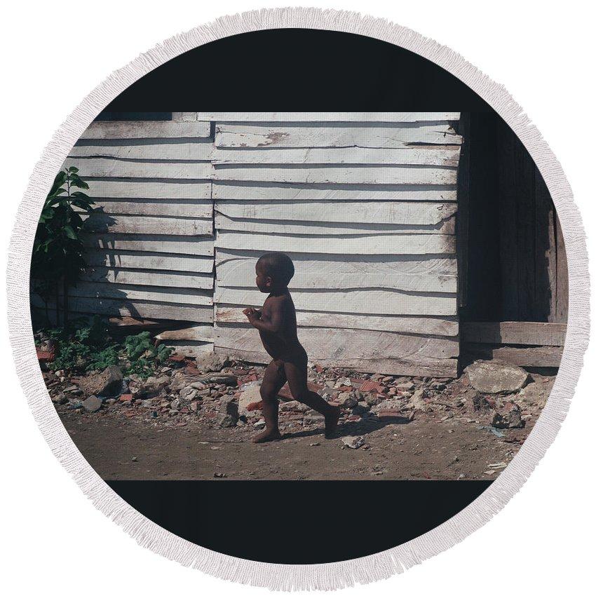 Boy Round Beach Towel featuring the photograph Cartagena Child by David Cardona