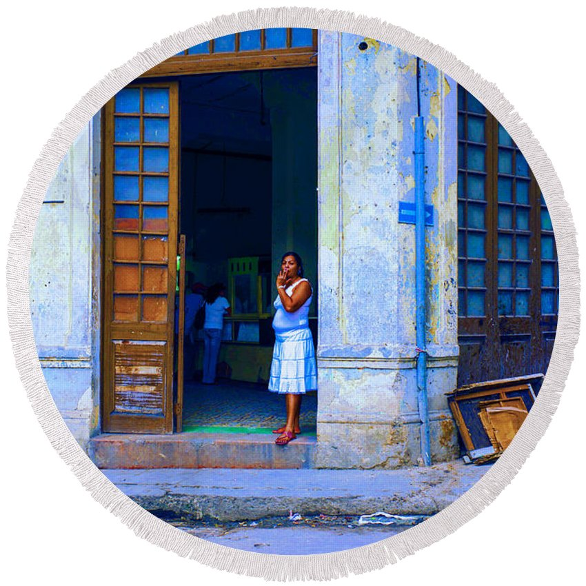 Cuba Round Beach Towel featuring the photograph Challenge 15 Number 5 by Rory Sagner