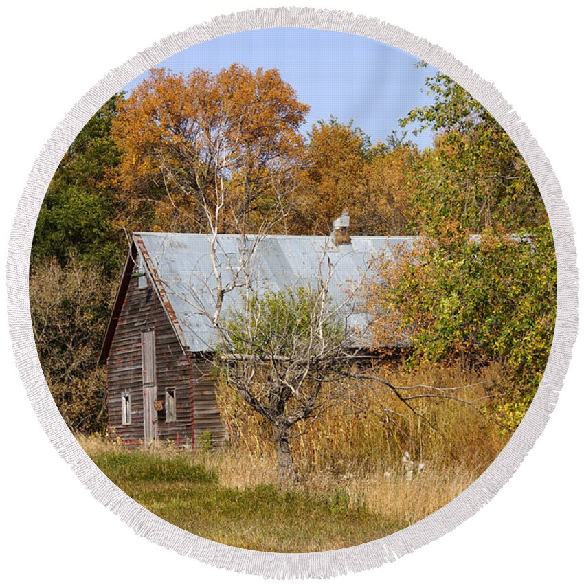 Barn Round Beach Towel featuring the photograph Changing Colors by Lori Tordsen