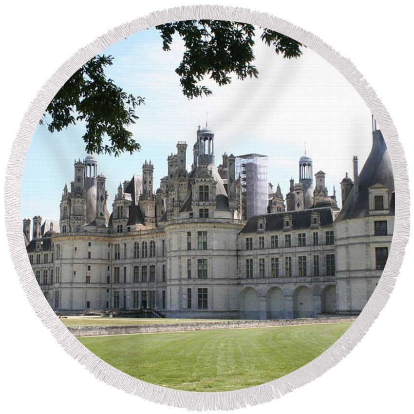 Palace Round Beach Towel featuring the photograph Chateau Chambord - France by Christiane Schulze Art And Photography