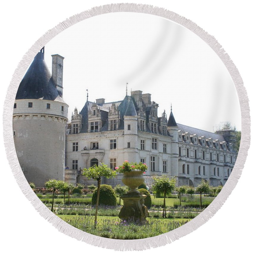Castle Round Beach Towel featuring the photograph Chateau Chenonceau And Garden by Christiane Schulze Art And Photography