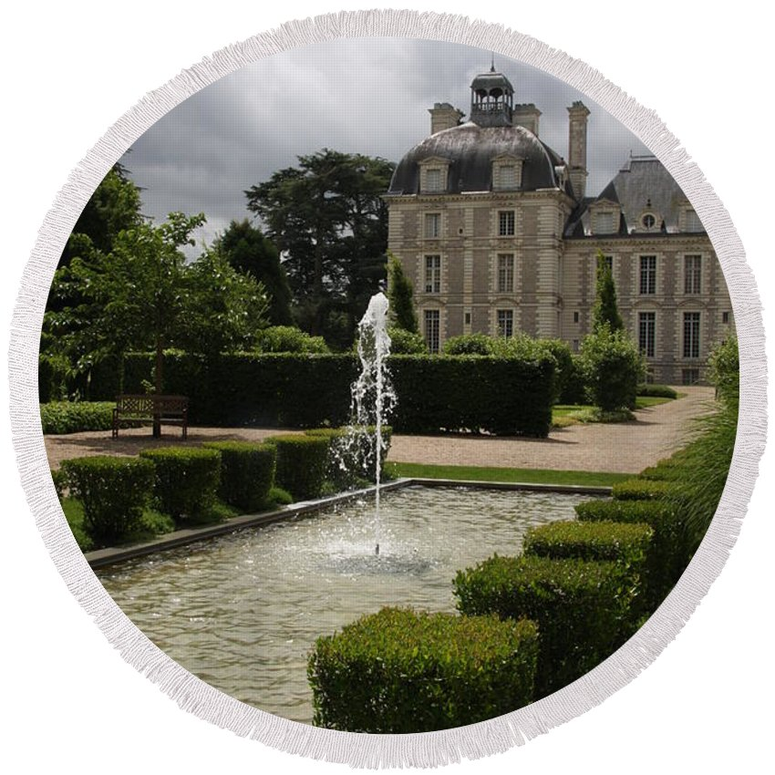 Palace Round Beach Towel featuring the photograph Chateau De Cheverny With Garden Fountain by Christiane Schulze Art And Photography