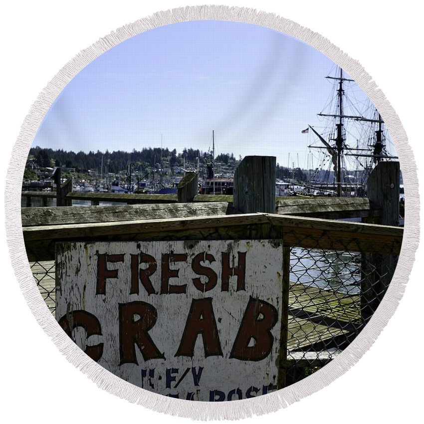 Newport Round Beach Towel featuring the photograph Chelsea Rose Crab by Image Takers Photography LLC - Carol Haddon