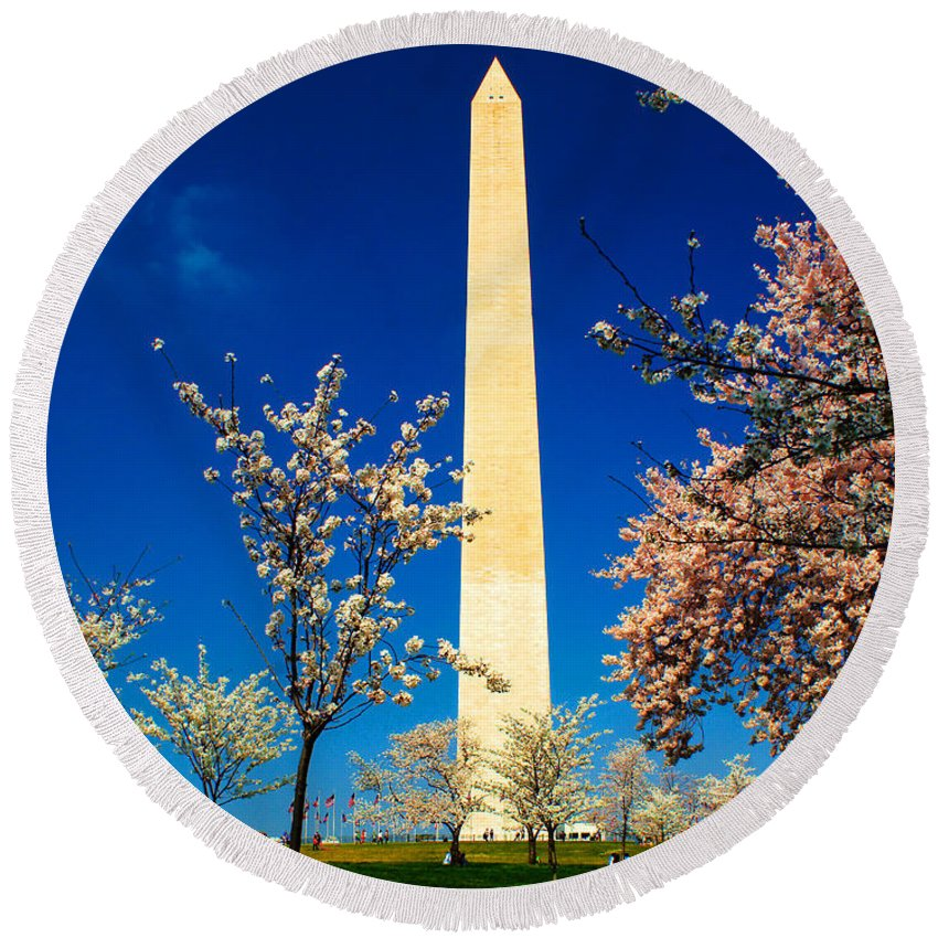 Washington Round Beach Towel featuring the photograph Cherry Blossoms At The Monument by Nick Zelinsky