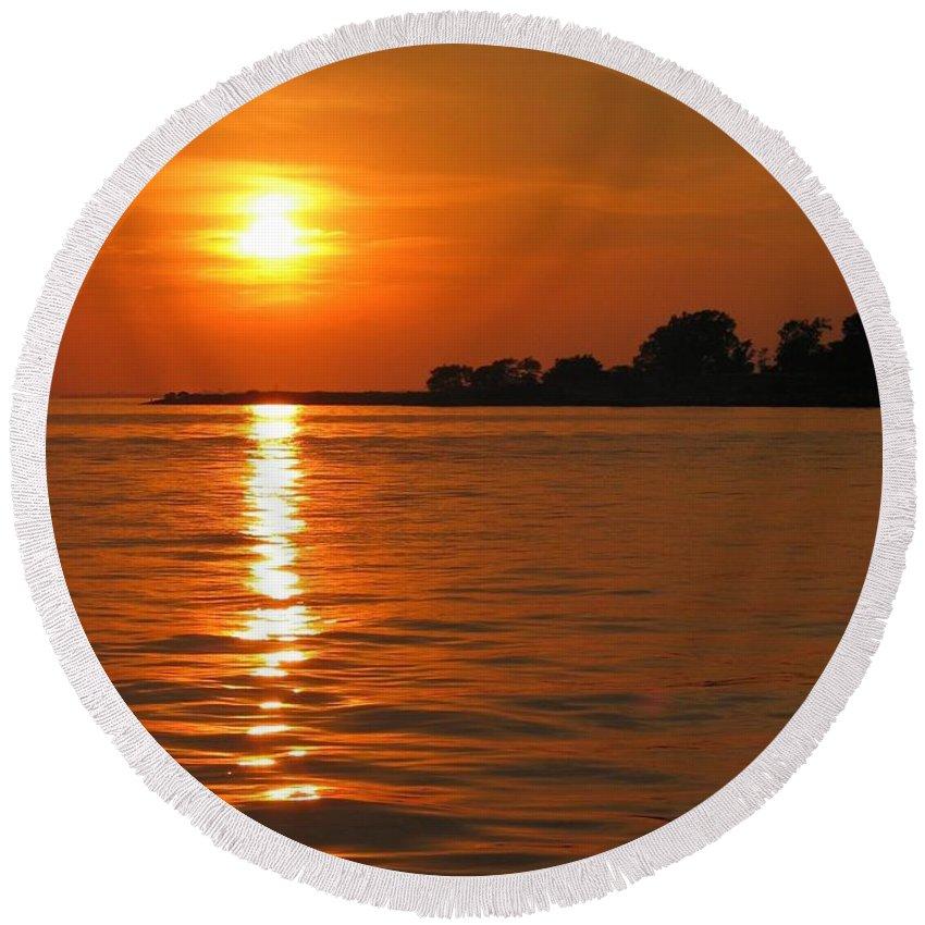 Chesapeake Round Beach Towel featuring the photograph Chesapeake Sun by Photographic Arts And Design Studio