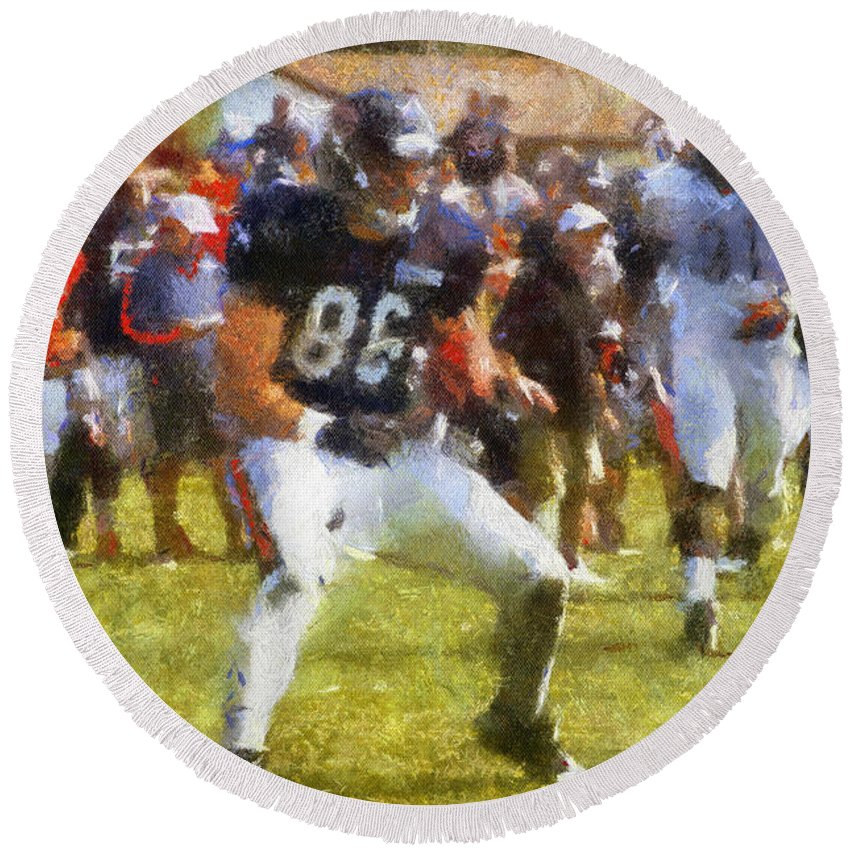 Chicago Bears Round Beach Towel featuring the photograph Chicago Bears Te Zach Miller Training Camp 2014 Pa 02 by Thomas Woolworth
