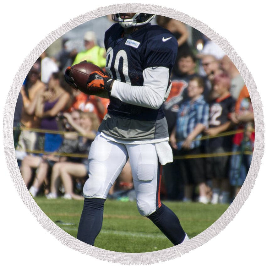 Chicago Bears Round Beach Towel featuring the photograph Chicago Bears Wr Armanti Edwards Training Camp 2014 07 by Thomas Woolworth