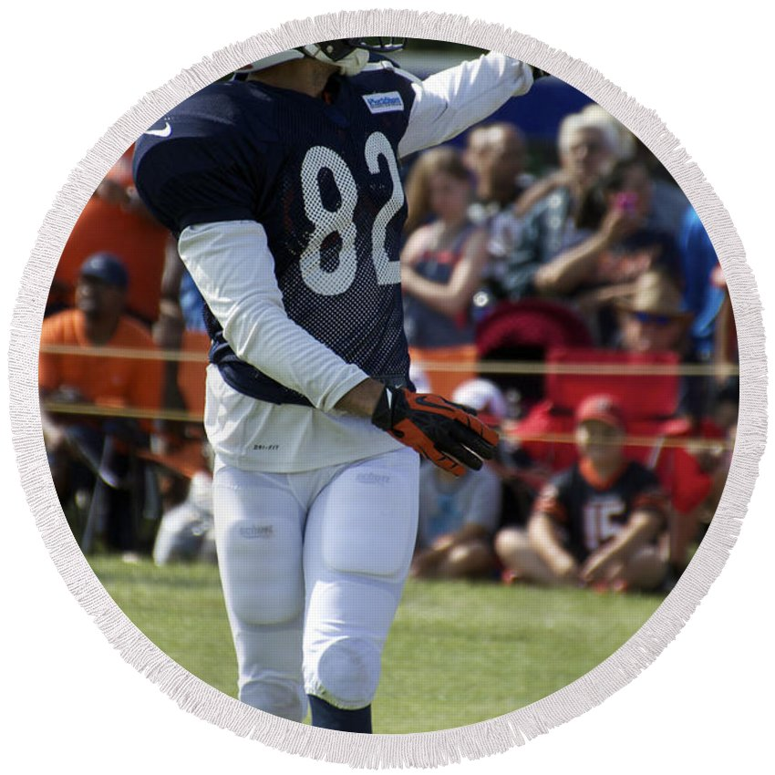 Chicago Bears Round Beach Towel featuring the photograph Chicago Bears Wr Chris Williams Training Camp 2014 04 by Thomas Woolworth
