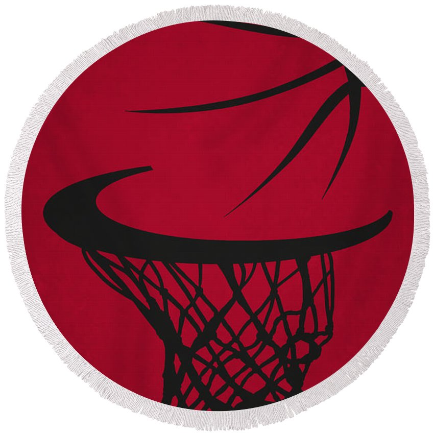 Bulls Round Beach Towel featuring the photograph Chicago Bulls Hoop by Joe Hamilton