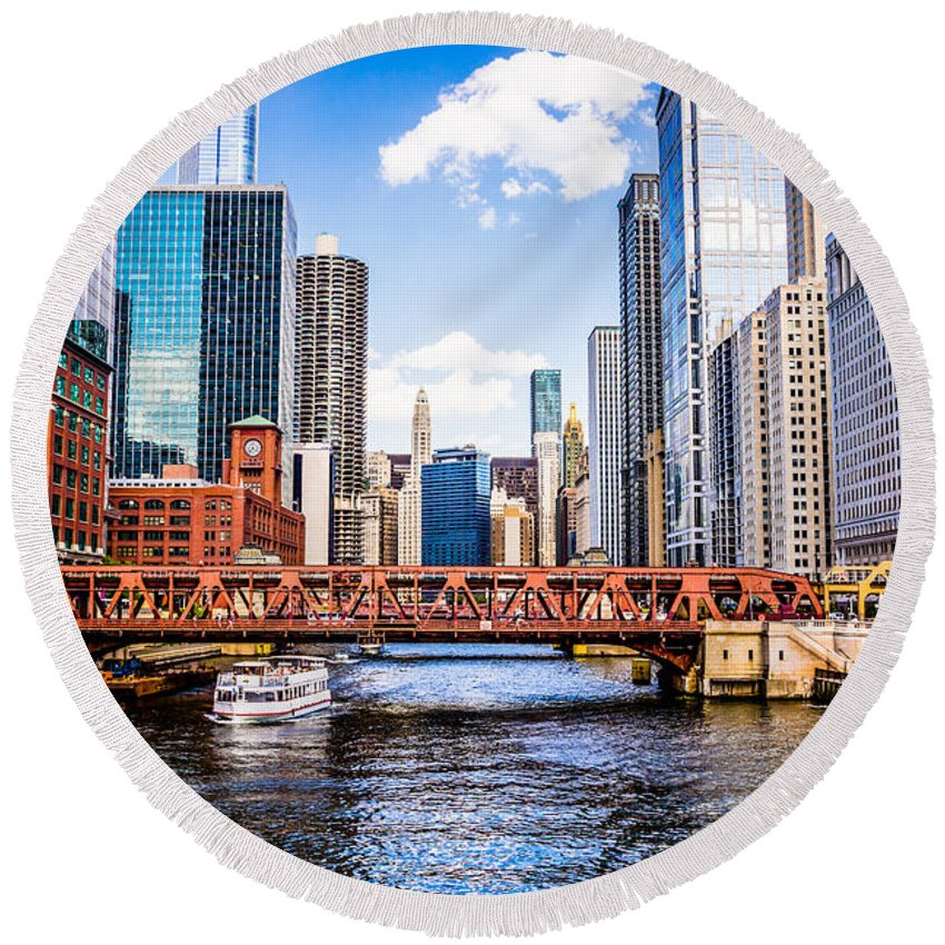 America Round Beach Towel featuring the photograph Chicago Cityscape At Wells Street Bridge by Paul Velgos