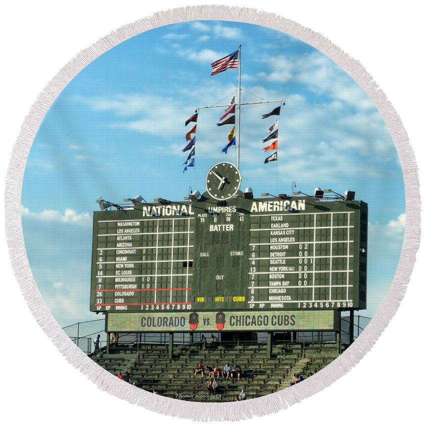Chicago Cubs Round Beach Towel featuring the photograph Chicago Cubs Scoreboard 02 by Thomas Woolworth