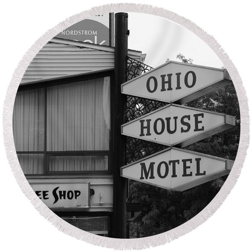 America Round Beach Towel featuring the photograph Chicago Motel by Frank Romeo