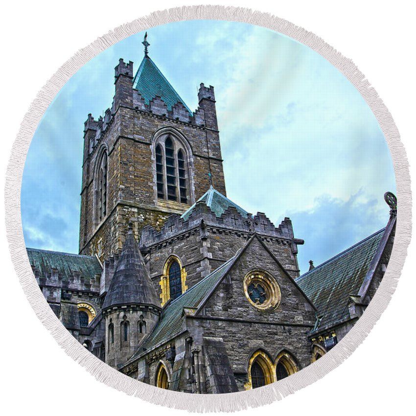 Christ Church Cathedral Round Beach Towel featuring the photograph Christ Church Cathedral In Dublin by Alex Art and Photo