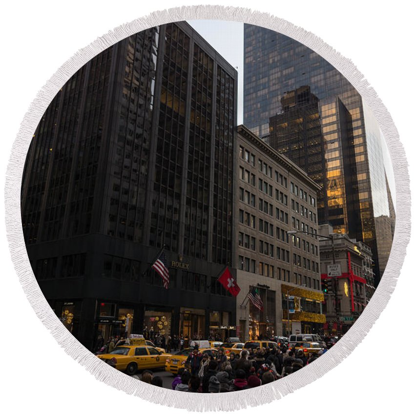 Christmas Shopping Round Beach Towel featuring the photograph Christmas Shopping On The World Famous Fifth Avenue by Georgia Mizuleva