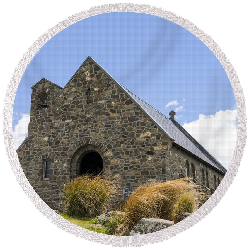 Church Of The Good Shepherd Lake Tekapo New Zealand Churches Red Tussock Plant Plants Grass Grasses Structure Structures Building Buildings Architecture R.s.d. Harman Landscape Landscapes Landmark Landmarks Round Beach Towel featuring the photograph Church At Lake Tekapo by Bob Phillips