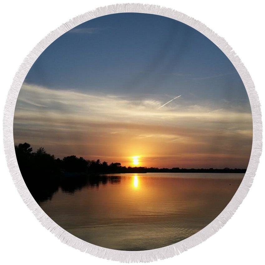 Lake Round Beach Towel featuring the photograph Cirrus Sunset by Caryl J Bohn