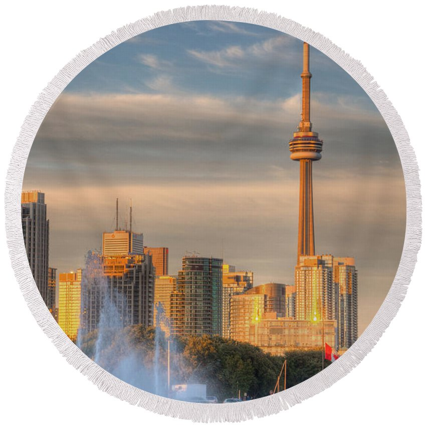 Cn Tower Toronto Round Beach Towel featuring the photograph Cn Tower Toronto by Genaro Rojas