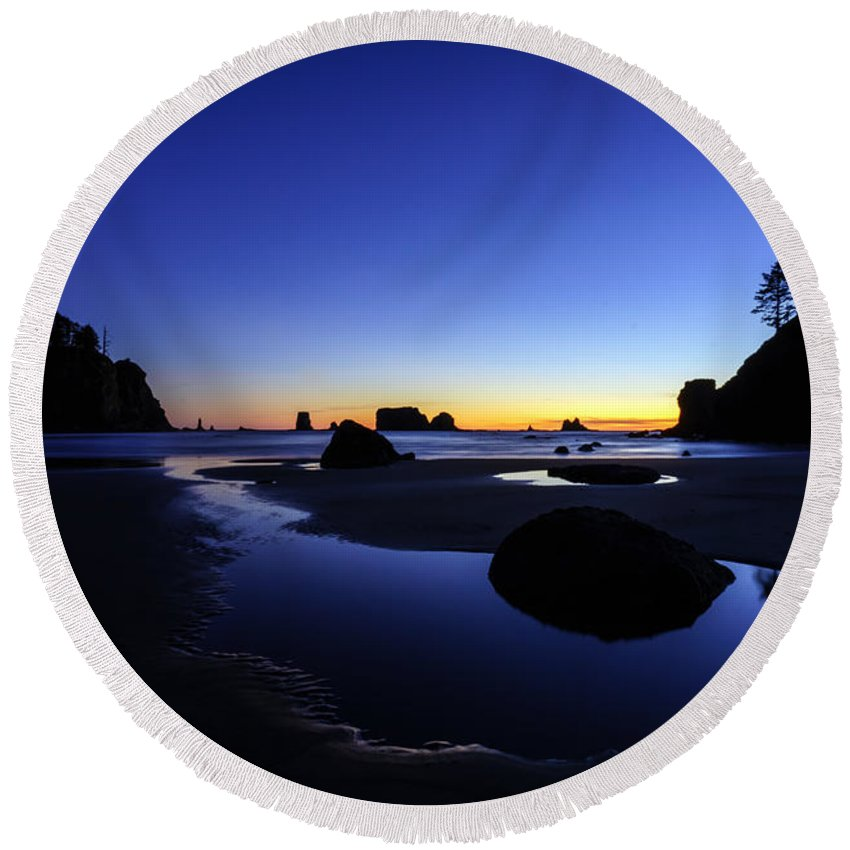 Washington Coast Round Beach Towel featuring the photograph Coastal Sunset Skies Reflection by Mike Reid