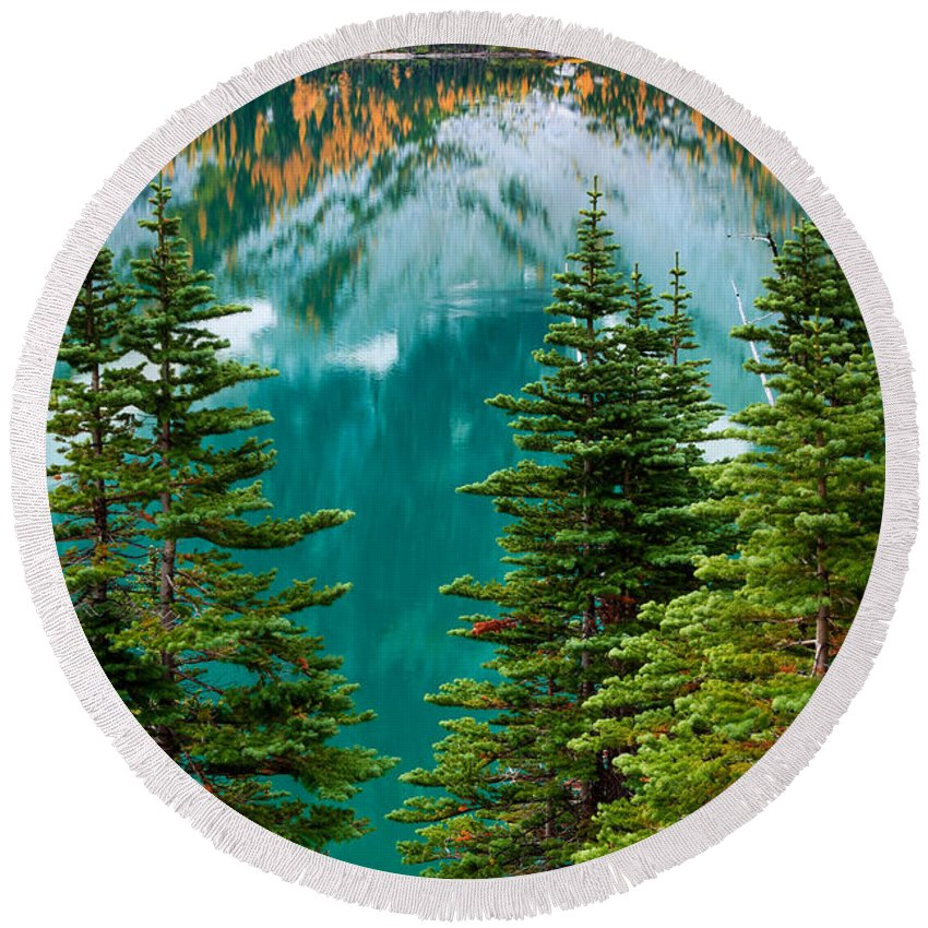 Alpine Lakes Wilderness Round Beach Towel featuring the photograph Colchuck Reflection by Inge Johnsson