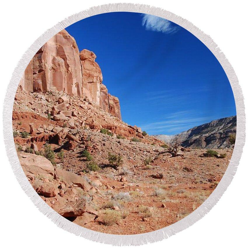 Escalante Canyon Round Beach Towel featuring the photograph Colorado Escalante Canyon by Cascade Colors