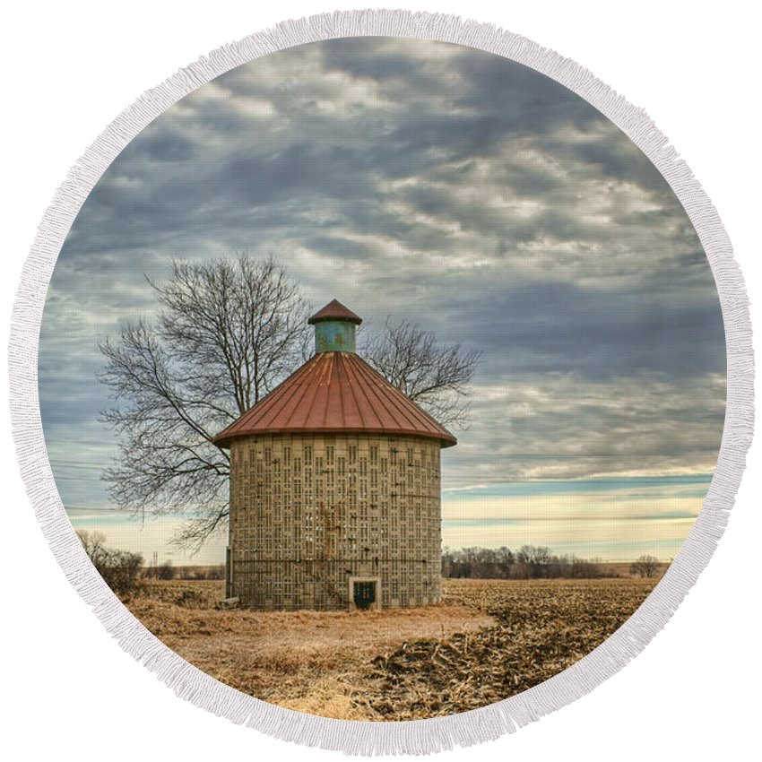 Agricultural Round Beach Towel featuring the photograph Corncrib #1 by Nikolyn McDonald
