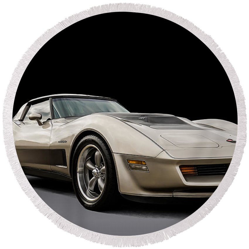 Classic Round Beach Towel featuring the digital art Corvette C3 by Douglas Pittman