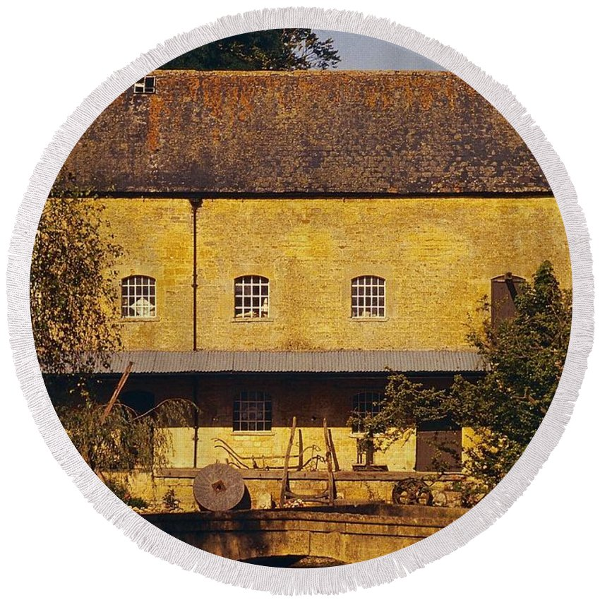 Cotswolds Round Beach Towel featuring the photograph Cotswold Cottage by Stuart Litoff