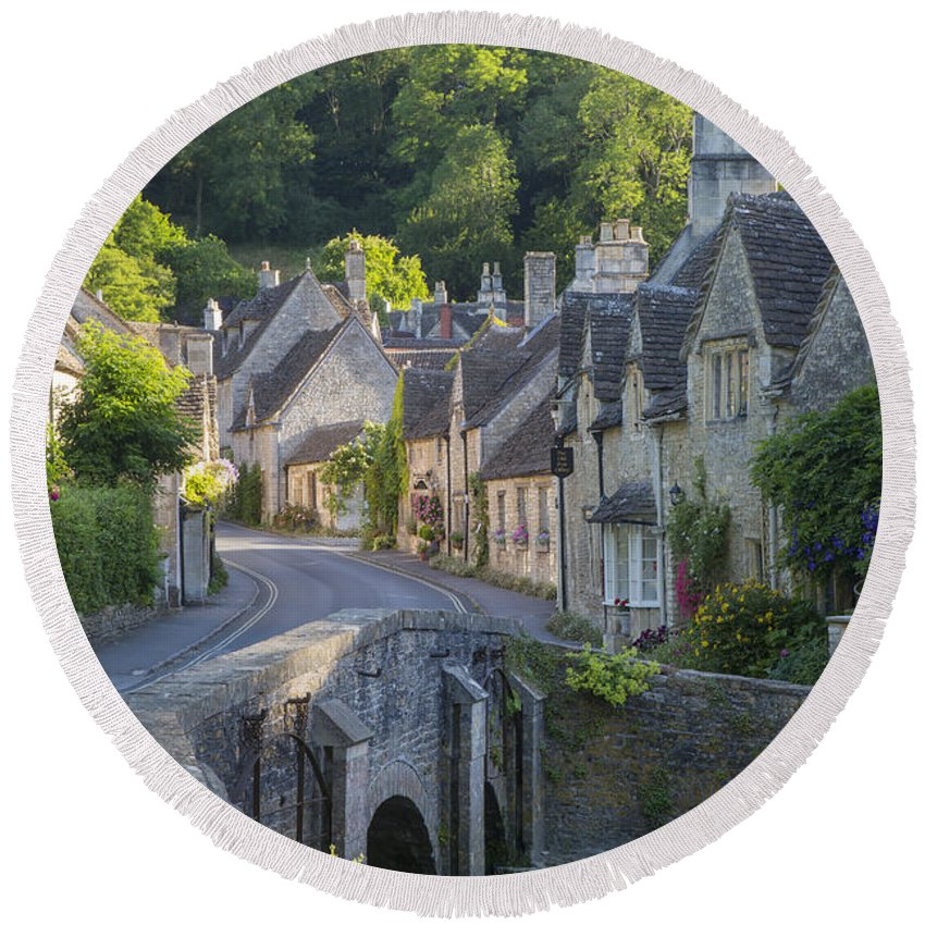 Beautiful Round Beach Towel featuring the photograph Cotswolds Morning by Brian Jannsen
