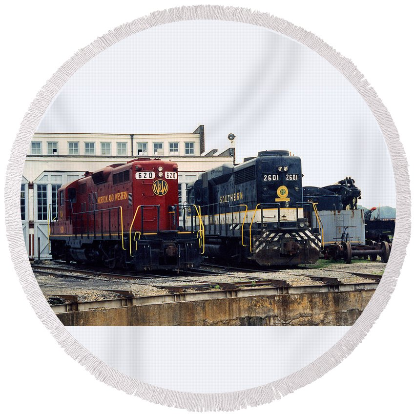 Trains Round Beach Towel featuring the photograph Cousins by Richard Rizzo