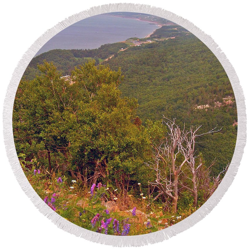 Cow Vetch In Cape Breton Highlands Np Round Beach Towel featuring the photograph Cow Vetch In Cape Breton Highlands Np-ns by Ruth Hager