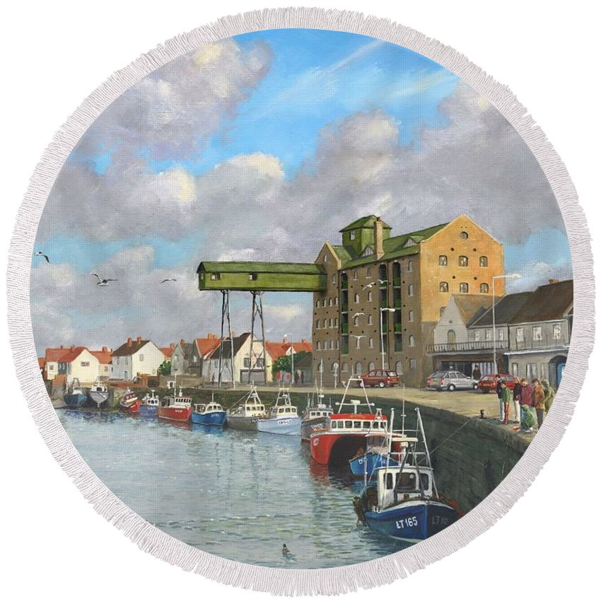 Landscape Round Beach Towel featuring the painting Crabbing - Wells-next-the-sea Norfolk by Richard Harpum