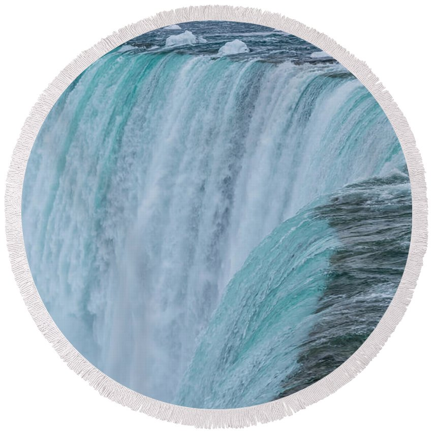 Canada Round Beach Towel featuring the photograph Crest Of Horseshoe Falls In Winter by Ray Sheley