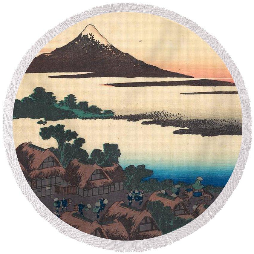 1830-1832 Round Beach Towel featuring the painting Dawn At Isawa In Kai Province by Katsushika Hokusai