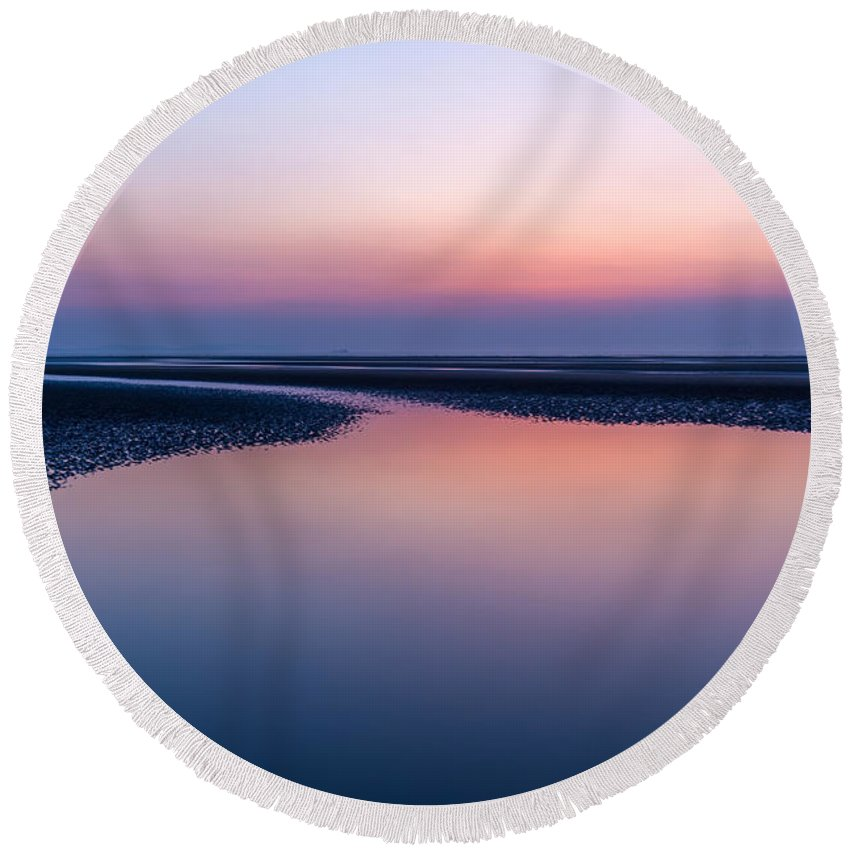 Bay Round Beach Towel featuring the photograph Days End by Adrian Evans