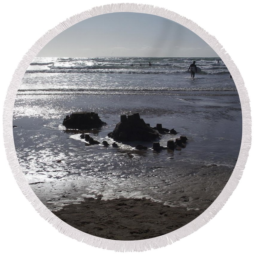 Waters Edge Round Beach Towel featuring the photograph Days End by Steve Kearns