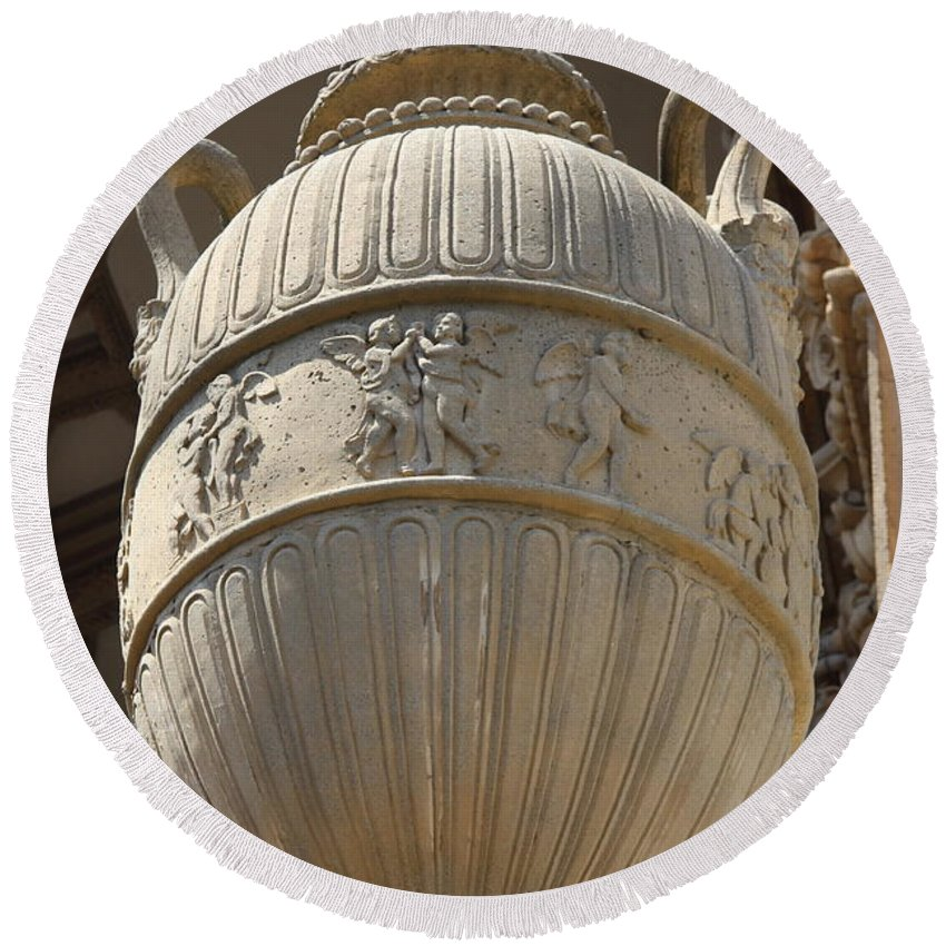 Palace Of Fine Arts Round Beach Towel featuring the photograph Decorative Urn - Palace Of Fine Arts Sf by Christiane Schulze Art And Photography