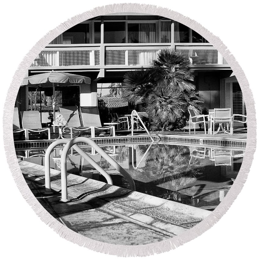 Del Marcos Hotel Round Beach Towel featuring the photograph Del Marcos Pool Bw Palm Springs by William Dey